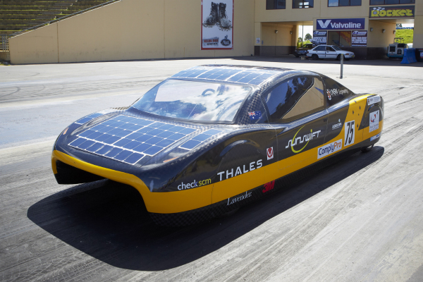 A Solar Car Built by Australian Students Has Broken The Electric Vehicle World Speed Record